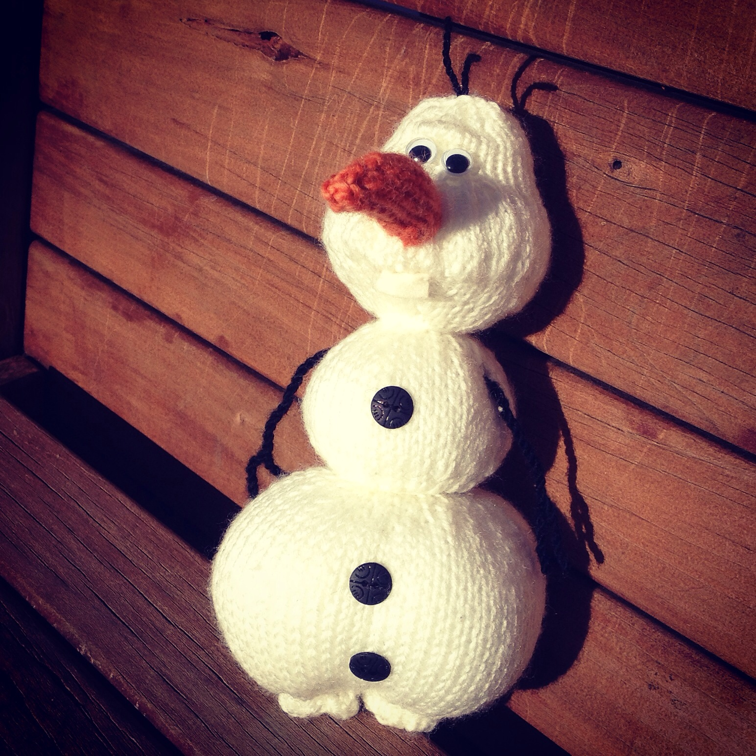 Olaf the Snowman – straight needle knitting pattern | The Knit Guru