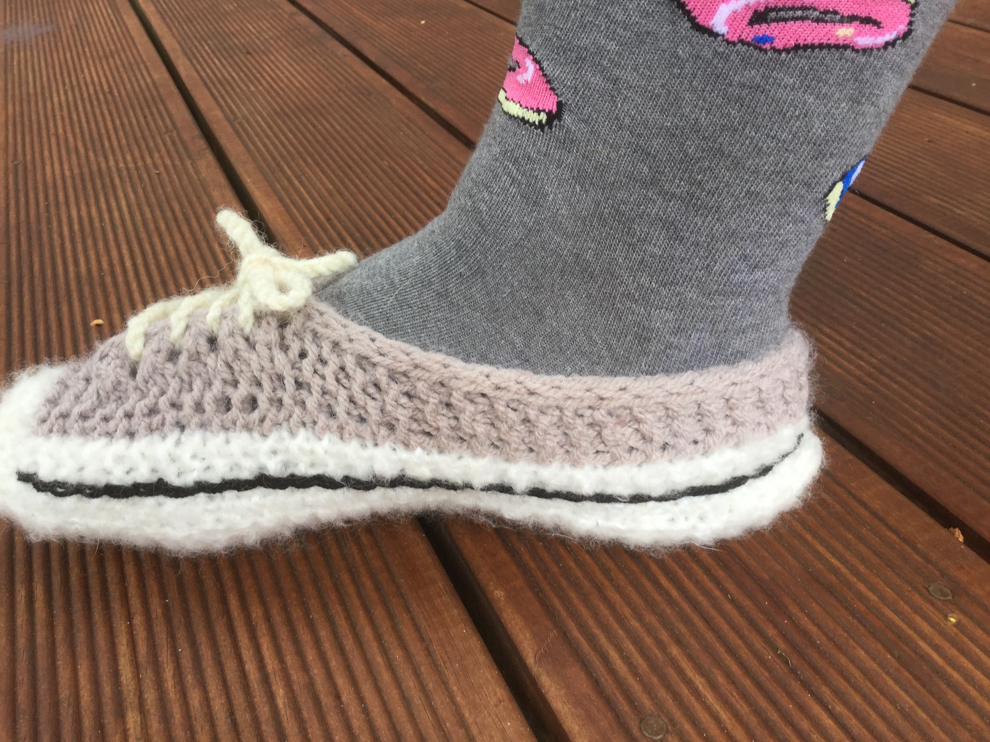 Converse Style Sneaker Slippers – Knitting Pattern | The Knit Guru