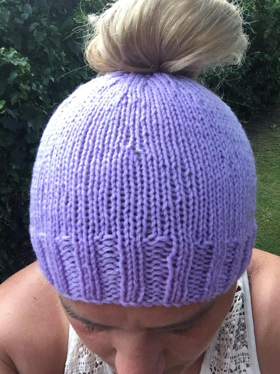 e384c82c753 Messy Bun – Ponytail Hat – Knitting Pattern